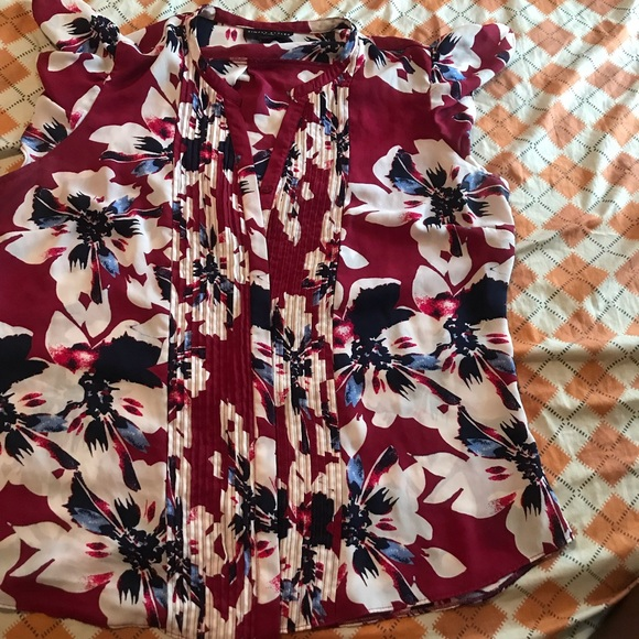 Simply Styled Tops - Floral printed sleeveless